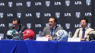Óscar Pérez (centro), durante la presentación de la expansión de la LFA