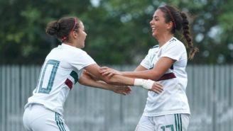 Maria Sanchez (derecha) festeja su gol contra Venezuela