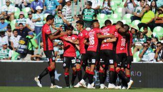 Lobos BUAP celebra una anotación frente a Santos