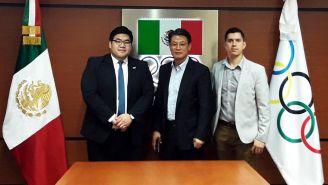 Chung, Wong y Serrano, durante la reunión en las oficinas del COM