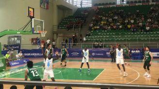 Acción del México vs Bahamas en el basquetbol en Barranquilla 2018