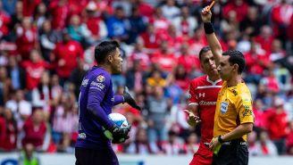 Ramos Palazuelos le muestra la tarjeta roja a Talavera