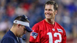 Brady sonríe durante la pretemporada de New England