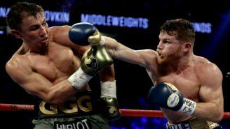 Canelo golpea a Golovkin durante un enfrentamiento