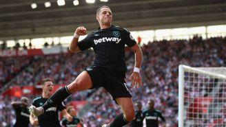 Chicharito celebra un gol con el West Ham