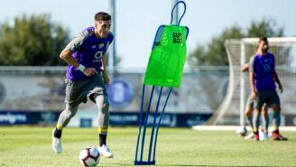 Héctor Herrera conduce el balón durante un entrenamiento con el PortoHéctor Herrera conduce el balón durante un entrenamiento con el Porto