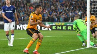 Jiménez celebra anotación frente al Everton