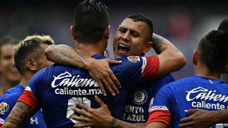Caraglio y Domínguez festejan gol en duelo de Copa MX
