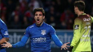 Antonio Briseño festejando un gol con el Feirense