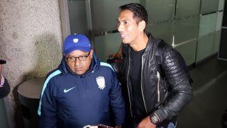 Ulloa llega a México y es recibido por afición de Tuzos