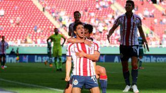 Chivas festeja gol de Brizuela contra Santos