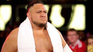 Samoa Joe hace su entrada al ring