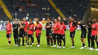 Jugadores del Frankfurt, tras perder la Supercopa de Alemania