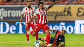 Gullit Peña en el partido contra Puebla