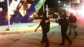 Policías de Celaya durante la riña entre aficionados