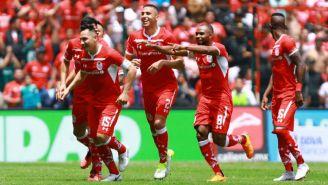Antonio Ríos festeja gol en el Nemesio Diez