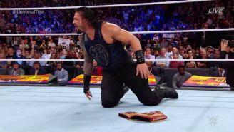 Roman Reigns instantes después de recibir el cinturón