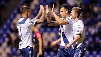 Jugadores del Puebla celebran un gol ante el Atlas en la J6 del A2018