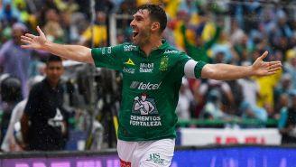Mauro Boselli celebra su gol contra América