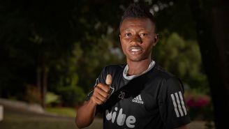 Clifford Aboagye posa para la lente de RÉCORD