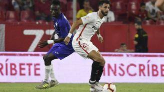 Nico Pareja conduce el balón durante un juego con el Sevilla
