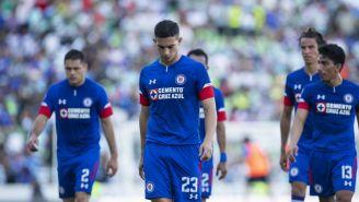 Jugadores del Cruz Azul retirándose de la cancha del TSM