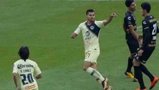 Henry Martín festeja su gol contra Dorados