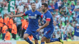 Jugadores de Cruz Azul celebran un gol en la J7 del A2018