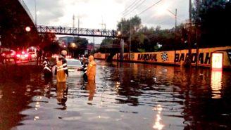 Autoridades atienden inundaciones en la CDMX