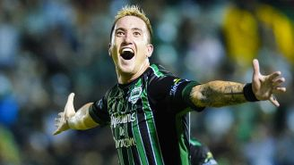 Leonardo Ramos celebra un gol con Cafetaleros