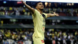 Henry Martín festeja gol con América