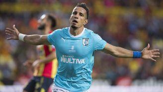 Camilo Sanvezzo guió el triunfo de Gallos en Morelia