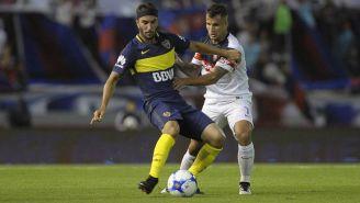 Sebastián Pérez disputa un juego con Boca Juniors