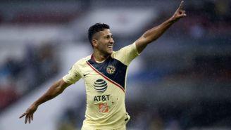 Cecilio Domínguez festejando un gol con el América