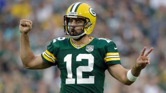 Aaron Rodgers en un partido con los Green Bay Packers