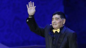 Diego Maradona durante el sorteo del Mundial de la FIFA
