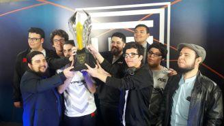 La escuadra de Infinity levanta el trofeo de la LLN