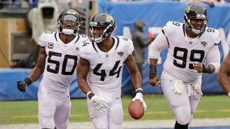Jugadores de Jacksonville celebran un Touchdown