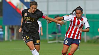 Nayeli Rangel y Andrea Sánchez, durante partido