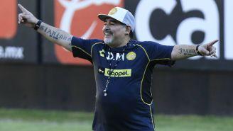 Maradona durante práctica de Dorados