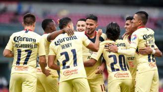 América celebra victoria en el Estadio Azteca