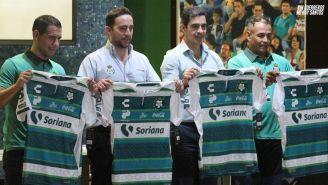 Presentación del jersey conmemorativo de Santos