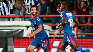 Pizarro celebra un gol con Rayados en el Apertura 2018