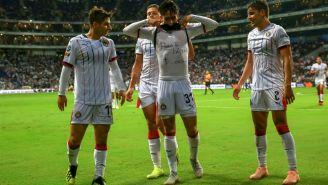 Chivas festeja gol de Alan Cervantes frente a Rayados