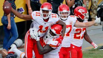 Jugadores de los Chiefs celebran un Touchdown ante Steelers