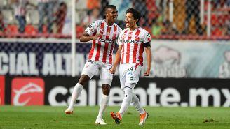 Matías Fernández celebra el gol que le hizo al Cruz Azul, en el Estadio Victoria