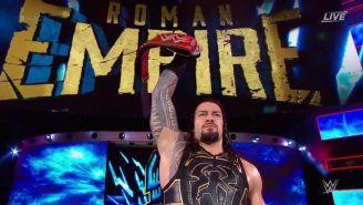 Roman Reigns presenta el Campeonato Universal frente a los aficionados de WWE