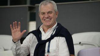 Aguirre como asistente de un partido de futbol