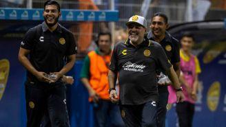 Maradona sonríe tras un gol de Dorados