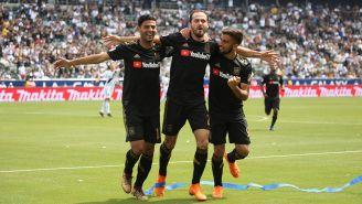 Carlos Vela festeja con del LAFC